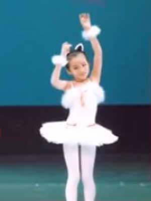 原田葵 小学生時代 クラシックバレエ 8歳